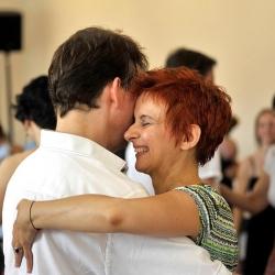Pequeña: Happy dancers